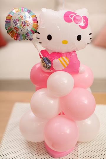 【誕生日 キャラクター バルーン】キティからの贈り物/ピンク