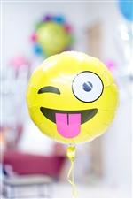 【合格、卒業、入園・入学の祝電バルーン】絵文字 ウィンク&あっかんべぇ! NSB18